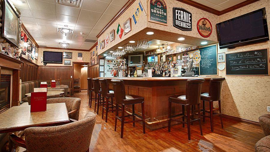 La Cabina Bar : Il bar di chievolis con la cabina telefonica d epoca