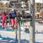 ski-family-chairlift-panorama-winter